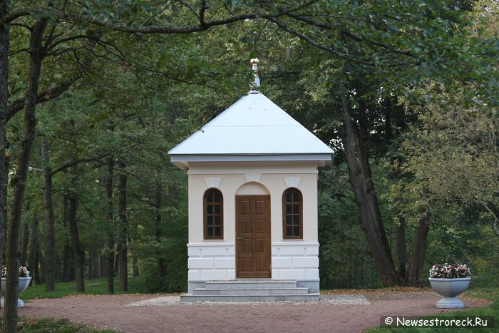 Петропавловско-Никольская часовня в парке