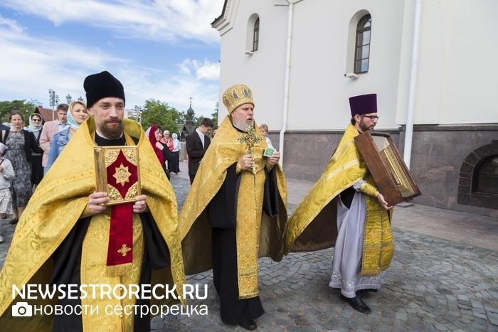 В Сестрорецке в десятый раз отметили День семьи, любви и верности