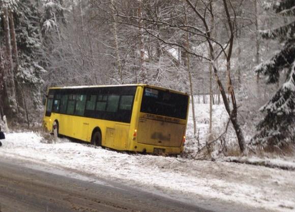 Автобус №211 вылетел в кювет с пассажирами