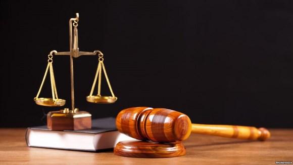 В Сестрорецке осудили двух полицейских за взяточничество