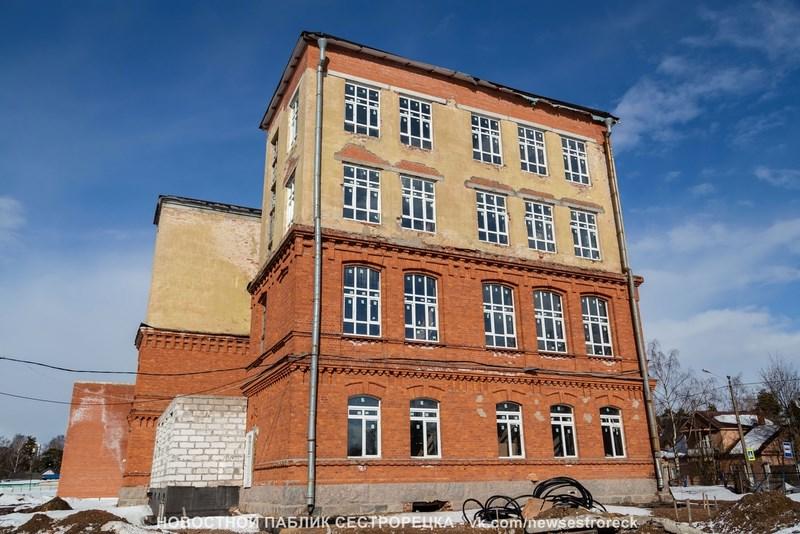 Сложную школу в Сестрорецке доделают за 174 миллиона рублей